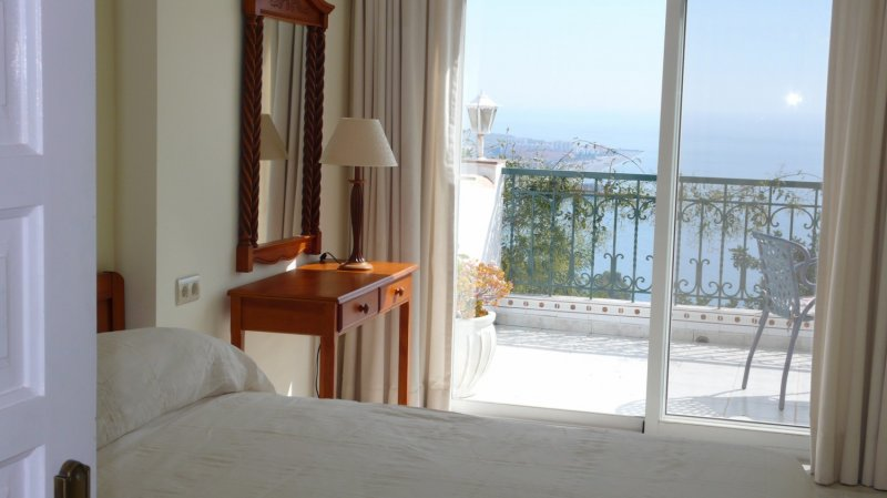 bedroom1-terrace-and-sea-view