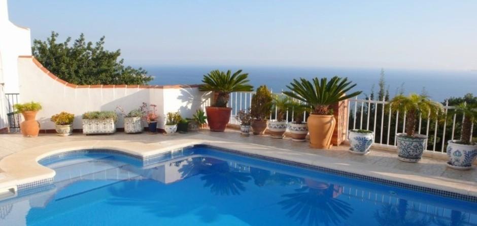 Piscina con vistas al mar - Swimming pool with seaview - Piscine avec vue sur mer