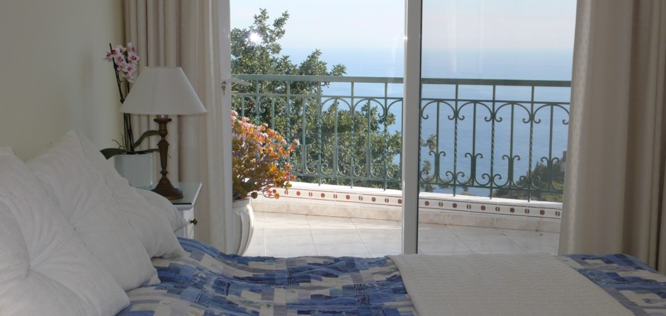 Bedroom with terrace and sea view